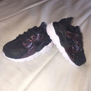 64558f1e2e917 Nike. Nike Huarache Run- Toddler Girls ...